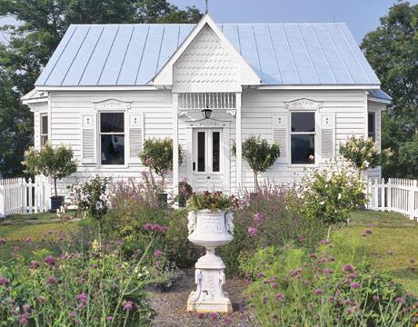 Cottage Exterior-Nicholson-cottage-MKOVR0205-de